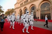 13_©2017_Lucasfilm-Disney