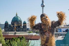 Chewbacca unterwegs in der Hauptstadt