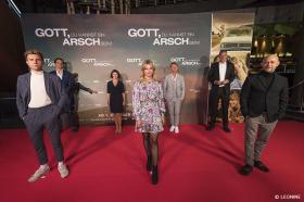 GOTT, DU KANNST EIN ARSCH SEIN!: Berührende Premieren in Berlin und München